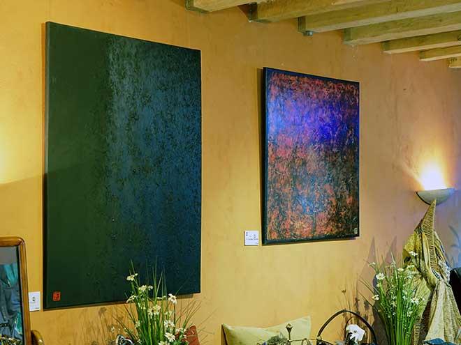 La Maison d'Horbé met à la disposition des artistes une galerie pour présenter leurs œuvres (telles que des peintures ou des sculptures) au public du Perche.
