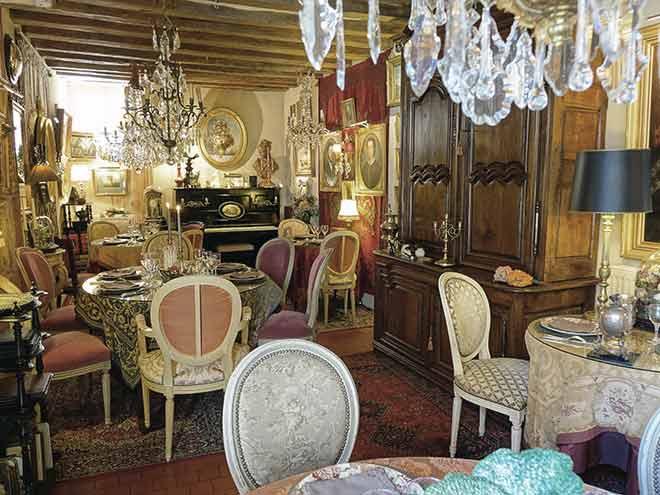 Atmosphère baroque dans notre restaurant situé à La Perrière entre Alençon et Nogent le Rotrou, à proximité de Mamers et Bellême